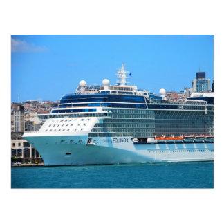 Barco de cruceros en la postal de Estambul