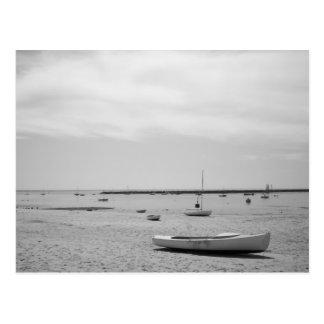 Barco de vela en la playa de Provincetown Postal