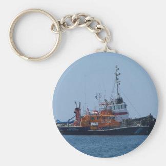 Barco del guardacostas y barco del tirón llavero redondo tipo chapa