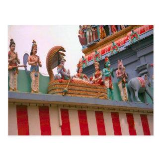 Barco del templo hindú en la decoración del tejado postal