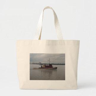 Barco del tirón en la niebla bolsa tela grande