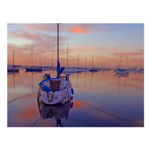 Barco en el puerto deportivo postales