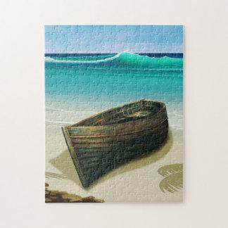 Barco viejo por rompecabezas tropical de la playa