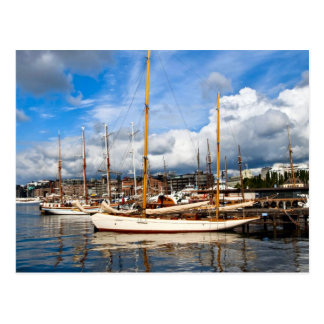 Barcos de Oslo en el puerto deportivo Tarjeta Postal