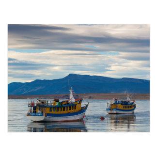 Barcos del viaje en la bahía de Seno Ultima Tarjeta Postal
