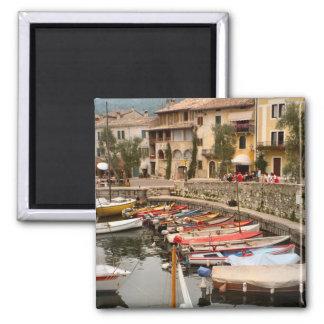Barcos en el puerto deportivo en Menaggio Imán Cuadrado