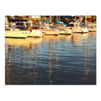 Barcos en el puerto deportivo postal