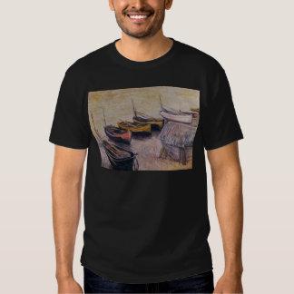 Barcos en la playa de Claude Monet Camisetas