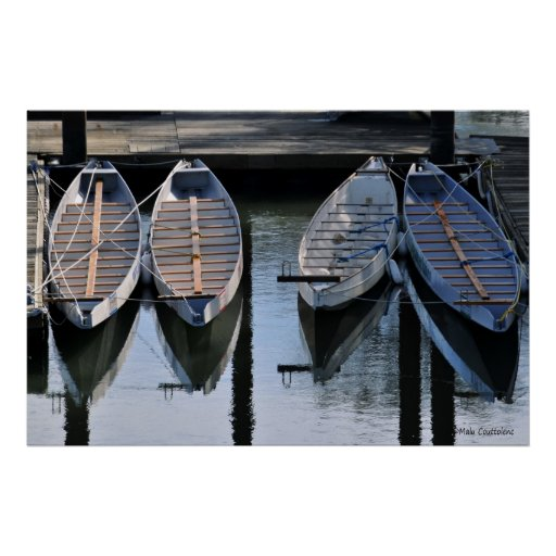 Barcos que aguardan para usted el poster