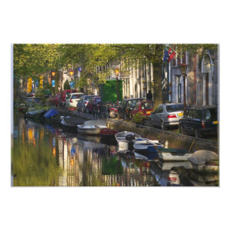 Barcos y edificios a lo largo de la correa del can arte con fotos
