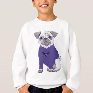 Barro amasado apuesto con el suéter púrpura