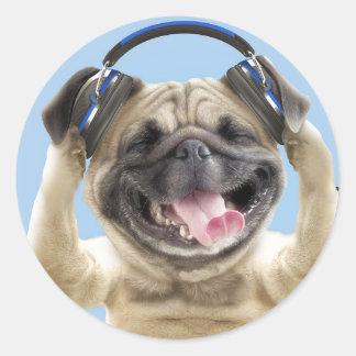 Barro amasado con los auriculares, barro amasado, pegatina redonda