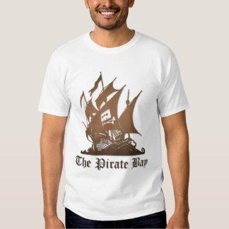 Básico la camisa de la bahía del pirata