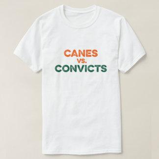 Bastones contra la camiseta de los Convicts