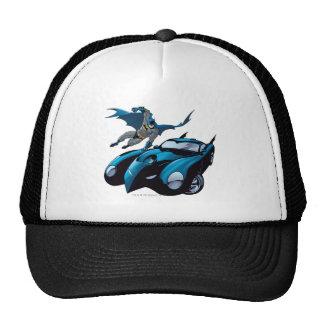 Batman balancea encima gorras de camionero