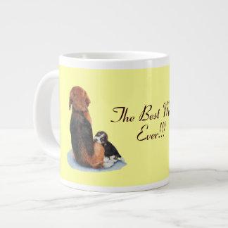 Beagle lindo del perrito con arte del realista del taza de café gigante