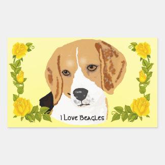 Beagles y rosas amarillos pegatina rectangular