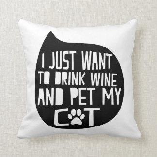 Beba el vino y acaricie mi gato cojín decorativo