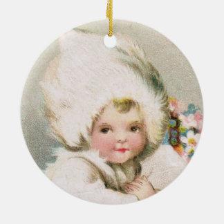 Bebé antiguo de la nieve del invierno con el adorno de cerámica