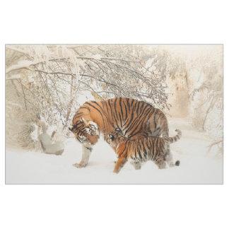 Bebé de la familia del tigre tela