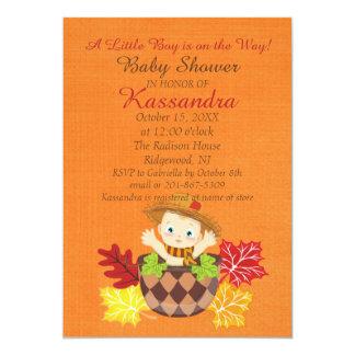 Bebé del otoño con la invitación de la fiesta de