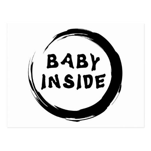 Bebé dentro de la maternidad tarjetas postales