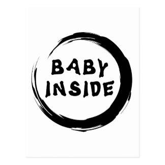 Bebé dentro de la maternidad postales
