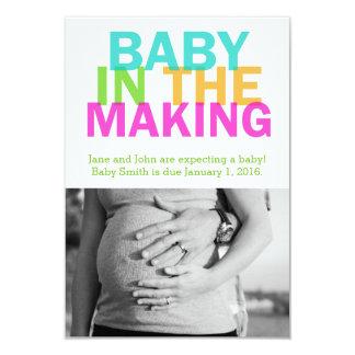 BEBÉ EN la invitación DE FABRICACIÓN del embarazo