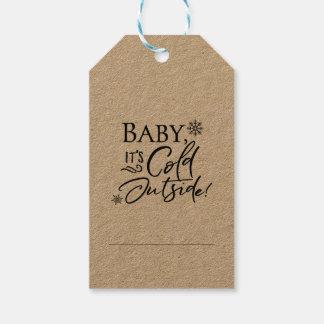 Bebé es etiquetas exteriores frías del regalo