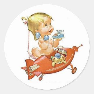 Bebé lindo del vintage en el teléfono pegatina redonda