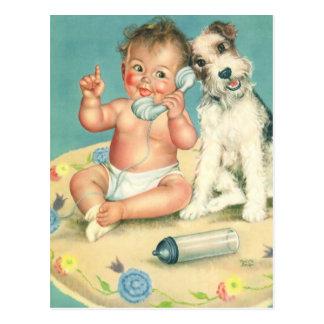 Bebé lindo del vintage que habla en perro de tarjetas postales