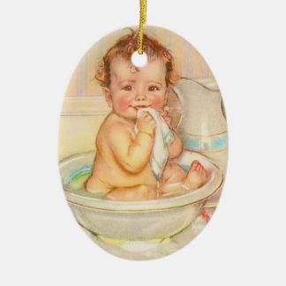 Bebé lindo que tiene un baño ornamento de reyes magos