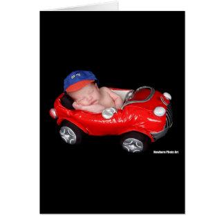 Bebé que compite con recién nacido tarjeta de felicitación