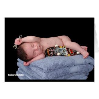 Bebé recién nacido del monopatín tarjeta de felicitación