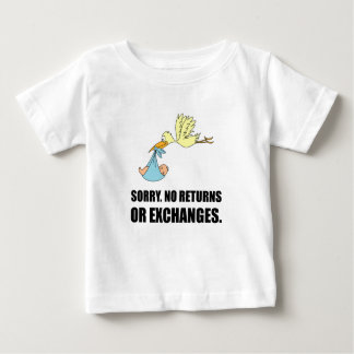 Bebé triste de la cigüeña de los intercambios de camiseta de bebé