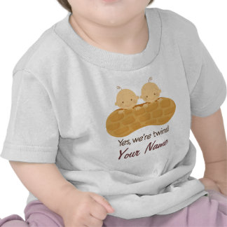 Bebés personalizados muchacho gemelo en un cacahue camisetas
