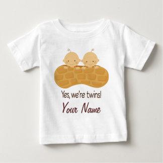 Bebés personalizados muchacho gemelo en un camiseta de bebé