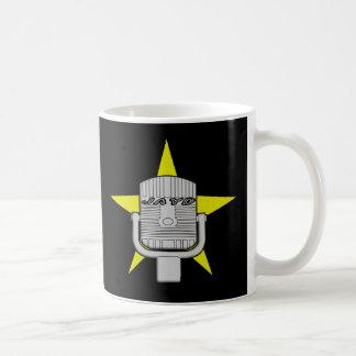 Bebida encima de la taza de café