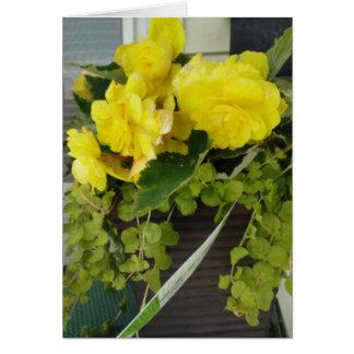 Begonias amarillas del ala del ángel, pensando en  tarjetón
