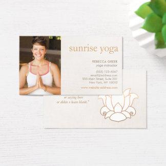 Beige de la foto del profesor de la yoga de la tarjeta de negocios