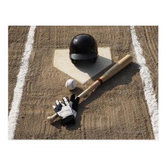 Béisbol, palo, guantes de bateo y béisbol postal