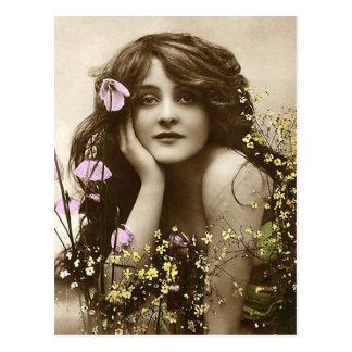 Belleza del vintage con las flores postal