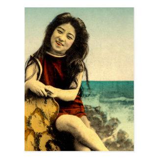Belleza japonesa de la playa de baño del traje de postal