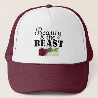 Belleza y el gorra del camionero de la bestia