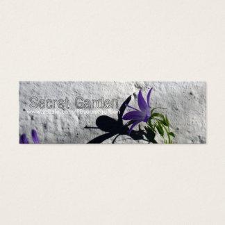 Bellflowers en la pared para la tarjeta de visita