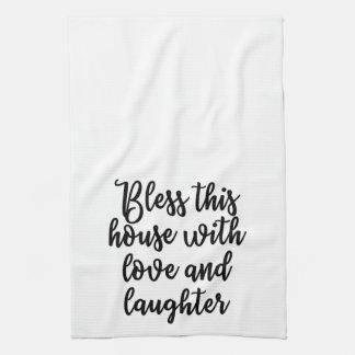 Bendiga esta casa con la toalla del amor y de la