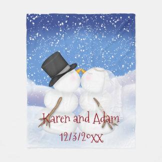 Besar a los muñecos de nieve que casan la manta polar