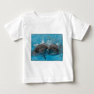 Besar delfínes camisas