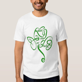 Béseme que soy trébol irlandés de la vid camisetas