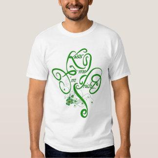 Béseme que soy trébol irlandés de la vid II Camiseta